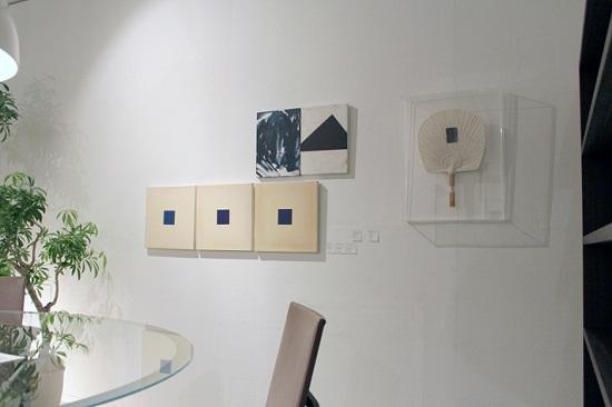 作品(左より)『2011 T1』×3 , 『THE EVEREST 山』, 『うちわ』/ 全て チェ・スンホ